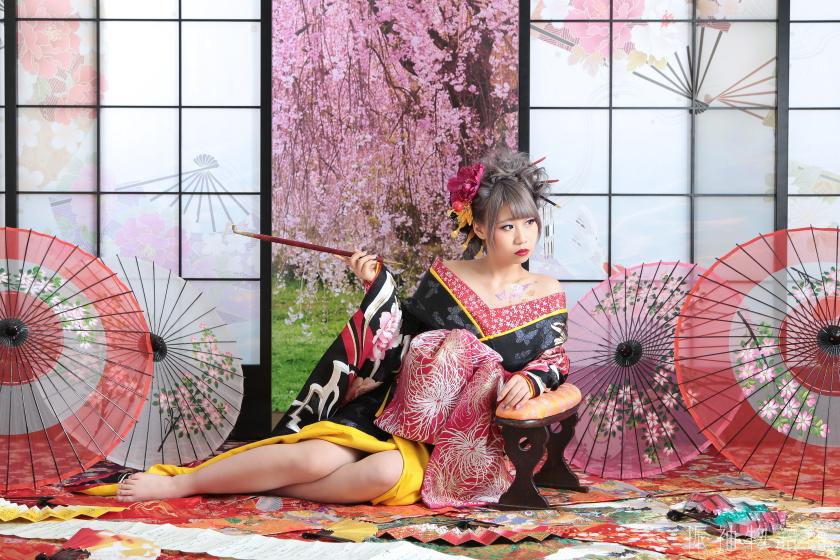 東京近郊にある振袖物語館新東京店で成人振袖レンタルプランの前撮り(振袖と花魁)をされたご成人様